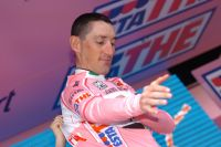 Marco Pinotti enfile le premier Maillot Rose