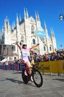 Alberto Contador conclut le Giro bras au ciel