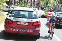 Danilo Di Luca dépanné par son véhicule
