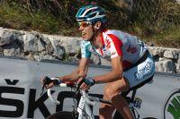 Seul devant dans les 7 derniers kilomètres, Bart De Clercq lutte contre le peloton