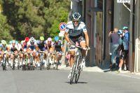 Alberto Contador s'extrait du peloton à 1300 mètres de l'arrivée