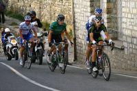 Pierre Rolland et Arthur Vichot échappés dans la roue d'Iker Camaño