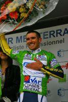 Romain Feillu cache le nom de l'équipe imprimé par erreur sur son Maillot Vert