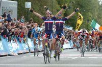 Arnaud Démare et Adrien Petit lèvent les bras au ciel : le succès est complet pour les Bleus