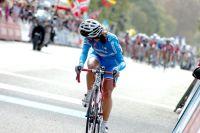 Dernière attaquante, la championne d'Europe Rossella Ratto se retourne mais le peloton est derrière elle