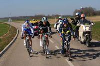 Trois hommes en tête dans les 40 derniers kilomètres : Thomas De Gendt emmène Jens Voigt et Jérémy Roy