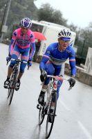 Dans la montée pluvieuse du col d'Eze, Thomas Voeckler repart avec Diego Ulissi