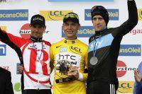 Andreas Klöden et Bradley Wiggins entourent Tony Martin sur le podium de Paris-Nice
