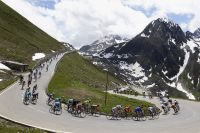 Le peloton dans le massif alpin