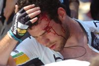 Une chute se produit au Tour Down Under : Mark Cavendish est touché
