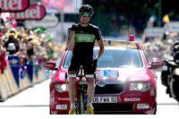 Edvald Boasson-Hagen lève les bras à Pinerolo