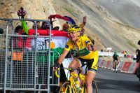 Thomas Voeckler parvient à conserver son maillot jaune au sommet du Col du Galibier