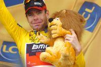 Cadel Evans revêt le maillot jaune à Grenoble et remporte son premier Tour de France