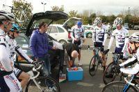 Jérôme Pineau brief les coureurs de l'US Saint-Herblain