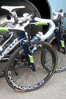 L'avant du Pinarello de la formation Movistar Team