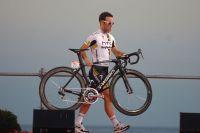 Cavendish ne quitte pas son vélo lors de la présentation des équipes