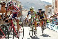 Vicenzo Nibali et Wout Poels souffrent dans la roue de Rodriguez