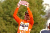 Juan-José Cobo hisse le trophée de vainqueur