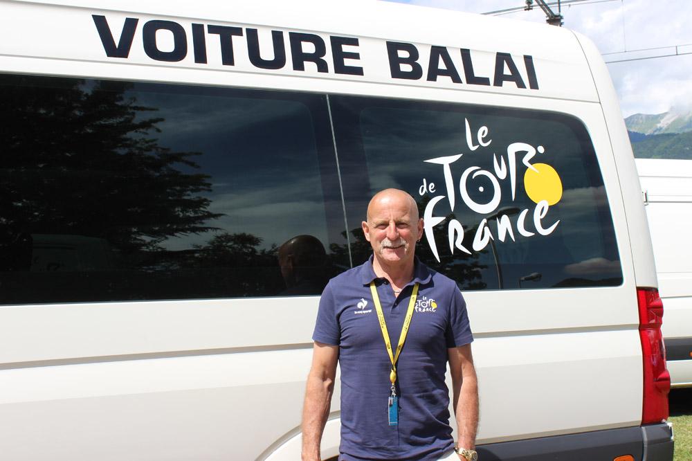Alain Daniel conduit la voiture balai du Tour de France