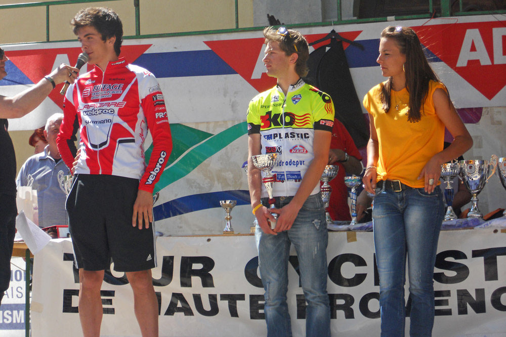 Kévin Miquel, le vainqueur du 88 kilomètres, à droite la candidate à Miss Provence