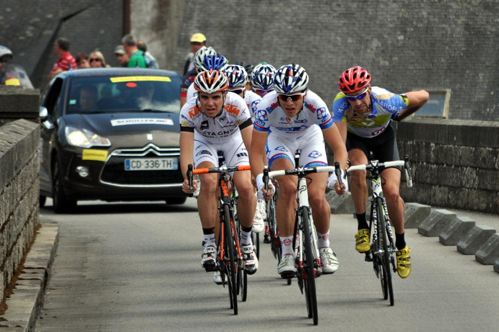 Arnaud Courteille et Johan Le Bon mènent l'échappée du jour