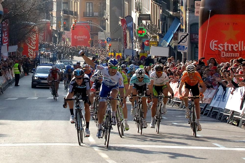 Julien Simon arrache un succès WorldTour au sprint