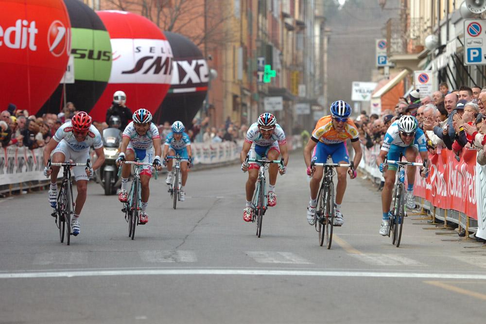 Les favoris de la Coppi-Bartali finissent au coude à coude mais c'est Diego Ulissi le premier