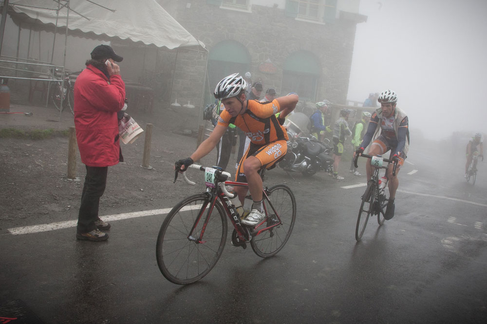 Matthew Page et Kenneth Gallardo en terminent avec le Tourmalet