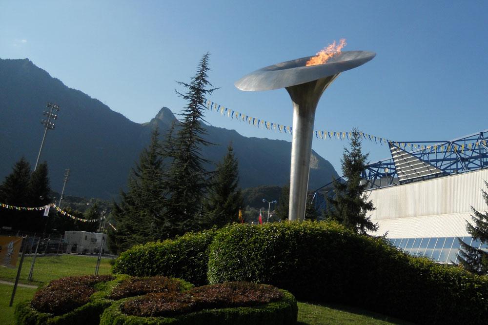 L'Etape du Tour cyclo ravive la flamme olympique d'Albertville