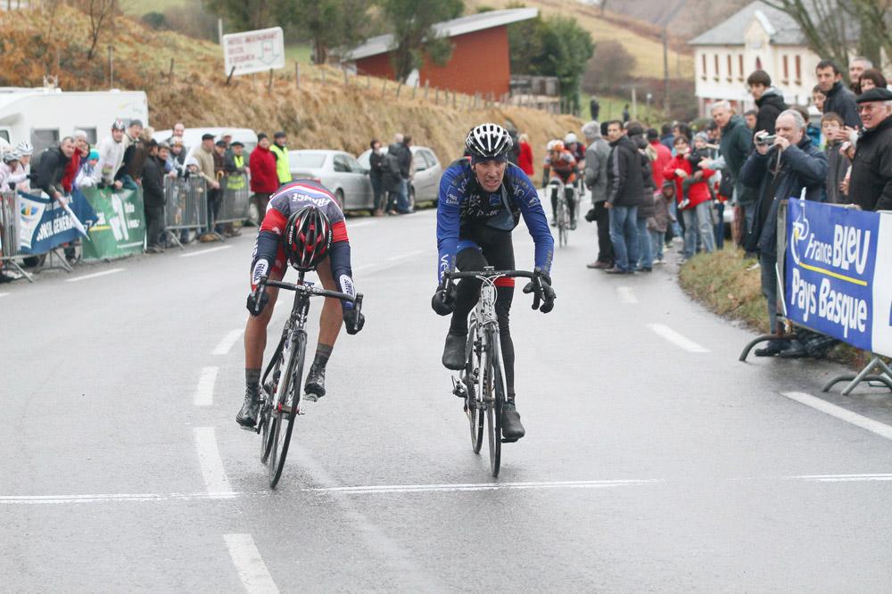 Au finish, Jimmy Turgis à gauche précède Julien Loubet