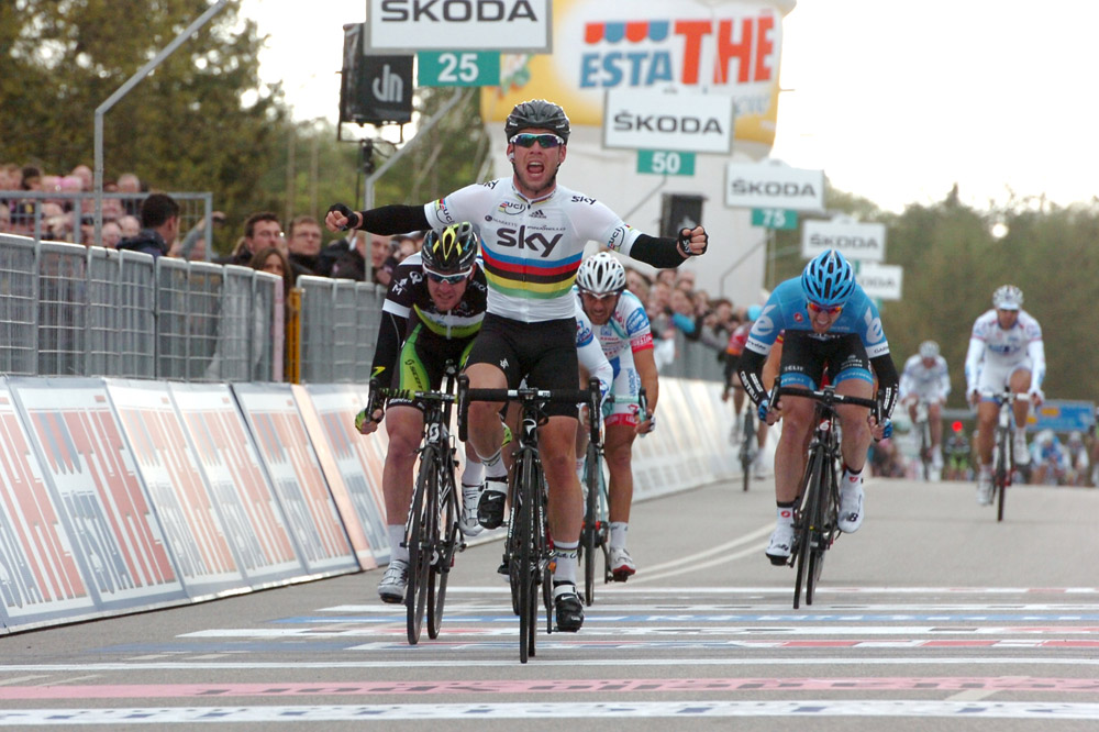 Mark Cavendish s'arrache d'un peloton morcelé pour s'imposer à Herning