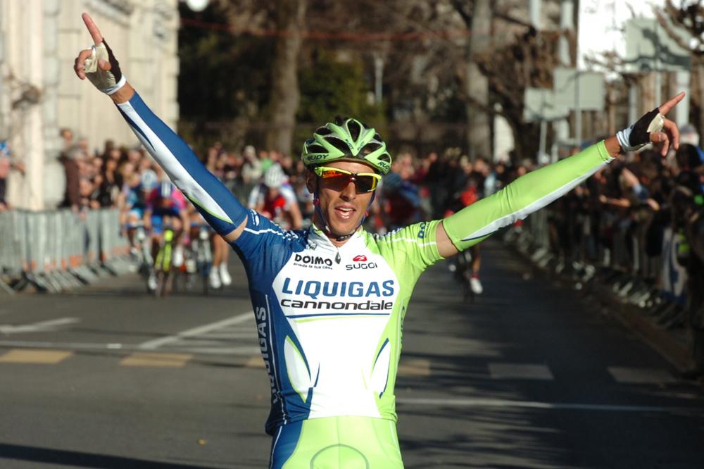 Eros Capecchi lève les bras au Grand Prix de Lugano