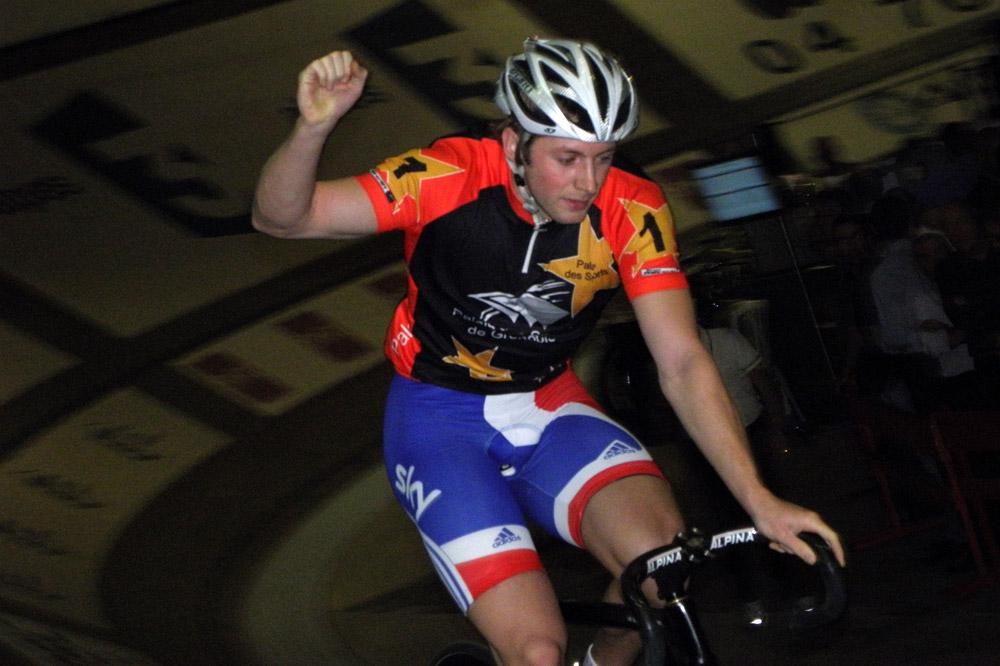 Le champion olympique Jason Kenny victorieux