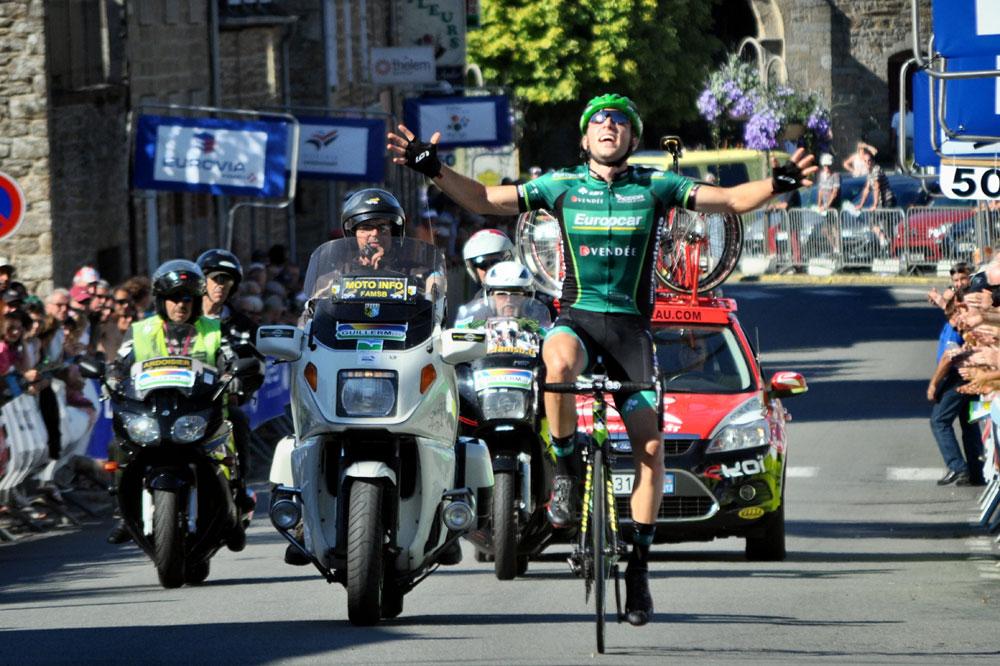 David Veilleux gagne en solitaire la 1ère étape de la Mi-Août Bretonne