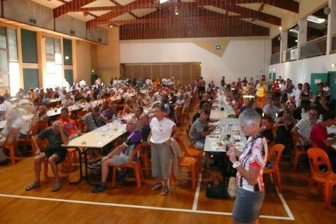 La grande salle polyvalente reçoit les participants