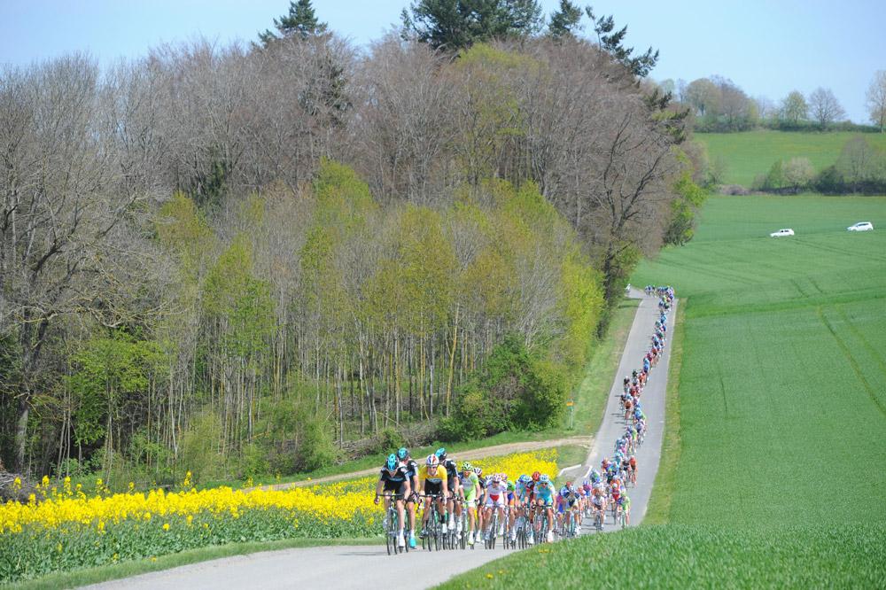 Les Sky de Bradley Wiggins tirent le peloton du Tour de Romandie