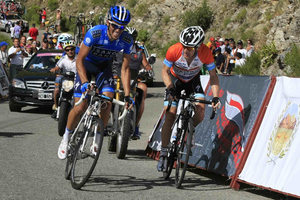 Dans les derniers hectomètres, Alberto Contador place son attaque décisive, Levi Leipheimer a fait le plus dur