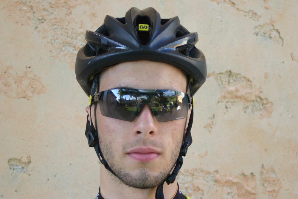 En noir anthracite, le casque Mavic SLR est plus passe-partout