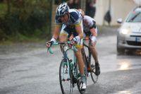 Mirko Selvaggi fonce vers l'arrivée en compagnie de Florian Vachon