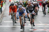 Nacer Bouhanni remporte le sprint du peloton