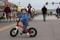 Les kids imitent les grands dans les rues de Gunnison