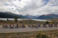 La course longe les Twin Lakes, les lacs jumeaux