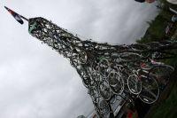 Une Tour Eiffel reconstituée avec de vieux vélos