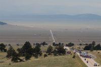 Le peloton traverse de hauts plateaux désertiques à perte de vue