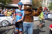Qui de David Zabriskie ou de Smokey, la mascotte du Service des forêts des Etats-Unis, est le plus heureux ?