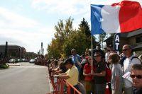 Un couple franco-américain brandit le drapeau bleu-blanc-rouge à Golden
