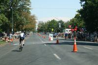 Sur la 17ème avenue empruntée jusqu'à City Park, les coureurs se croisent