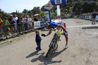 Julien Absalon félicité par son fils