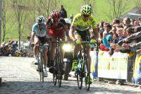 Au dernier franchissement du Paterberg, Filippo Pozzato entraîne Alessandro Ballan et Tom Boonen