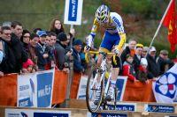 Arnaud Jouffroy saute les planches à vélo pour le plus grand bonheur de la foule !